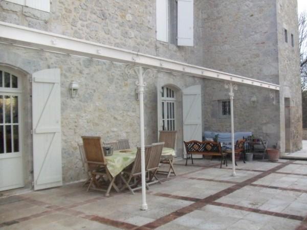 best pergola sur maison de pierre with marquise ancienne fer forg. Black Bedroom Furniture Sets. Home Design Ideas